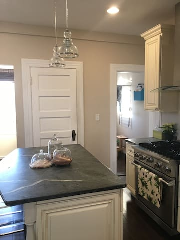 Oversized townhouse near downtown - Providence - Leilighet