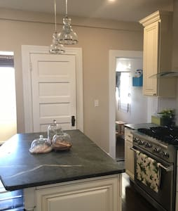 Oversized townhouse near downtown - Providence - Lejlighed