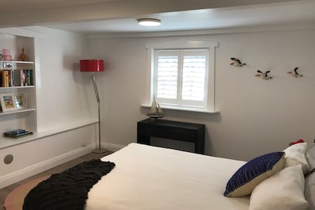 Light and Bright Rozelle One Bedroom Apartment