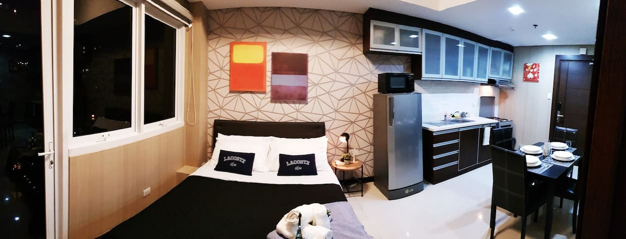 Stylist Hotel-like 2-Bed Condo near Shangri-la