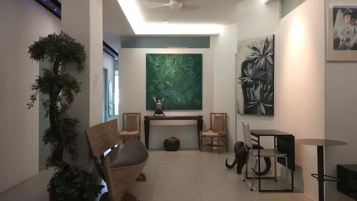 1+ Stay in City Center, next to MRT