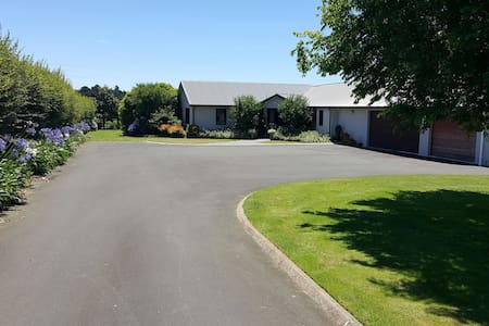 Ninia House by the lake - New Plymouth - Bed & Breakfast