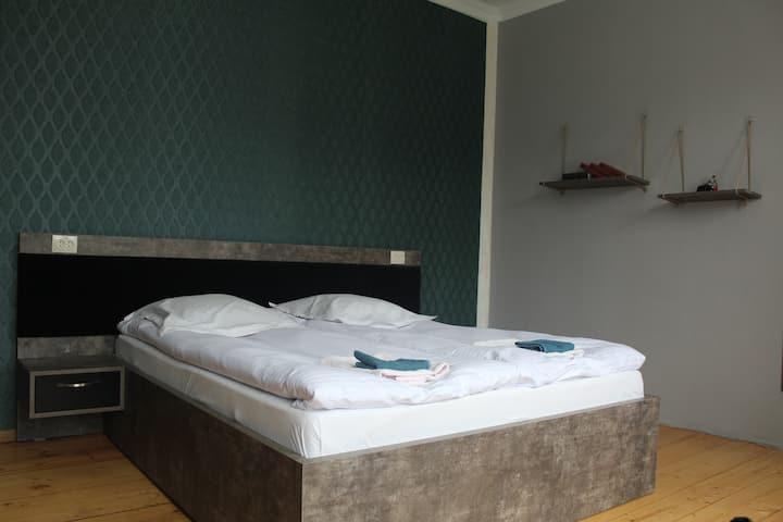 Homestay Lela and Mari - Double Green Room №2