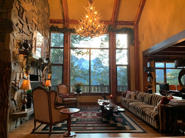 Chateau Elise is a luxury, scenic mountain home