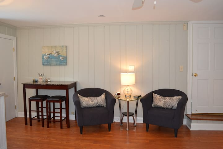 Charming Studio located in downtown Historic Lewes