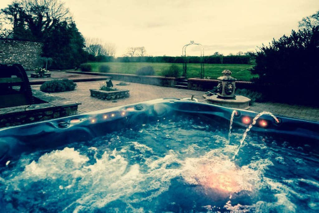 Fabulous luxury hot tub ...