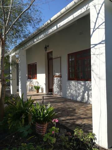 Relaxing garden cottage with large verandah