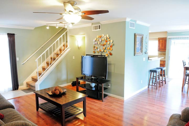 Terrific 3bedroom 2.5bath Kitchen Garage Home