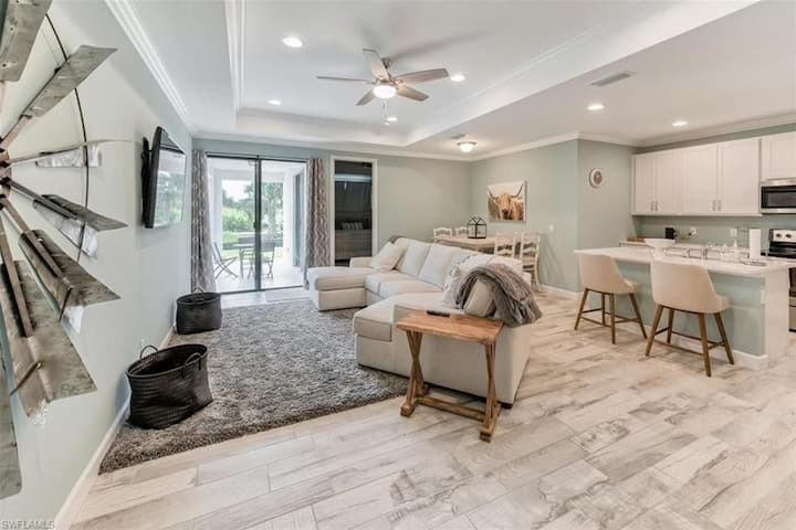 Modern, Clean, Family Friendly Home on Golf Course