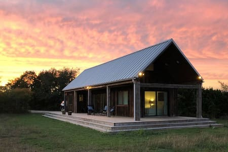 The Main - Modern Farm House 12 min to Magnolia
