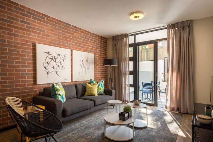 CAG The Vantage Rosebank - Centrally Located and Stylish One Bed Apartment