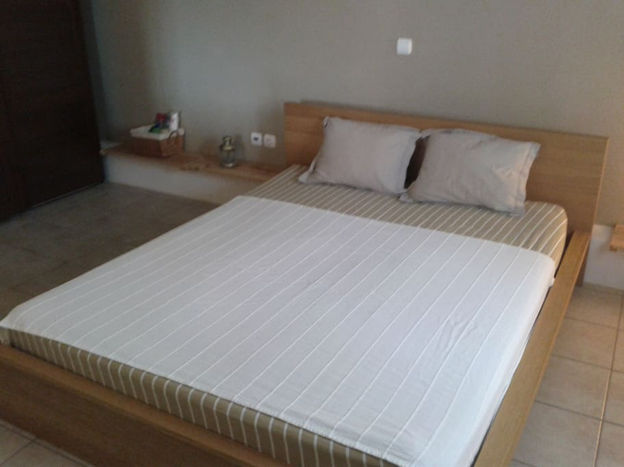 Queen - size bed (160x200)