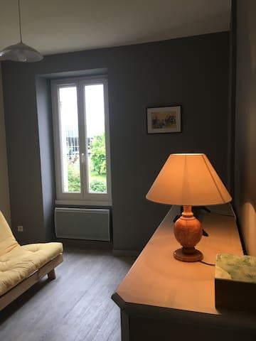 Saintes : 1er étage, appartement lumineux