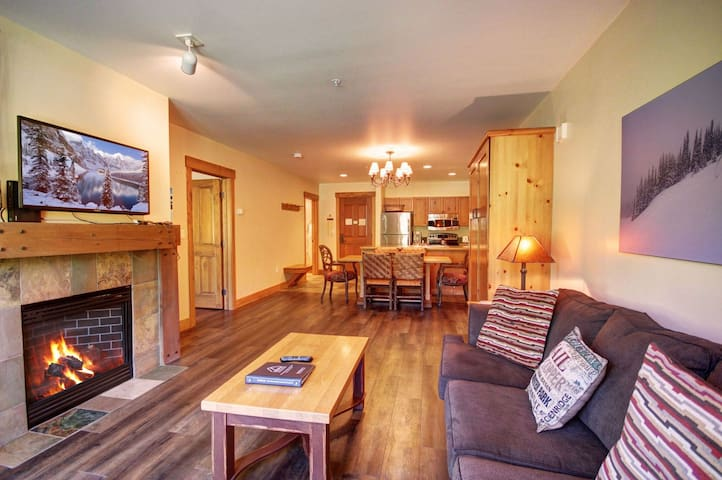 Beautifully Furnished 1 Bedroom in Springs!