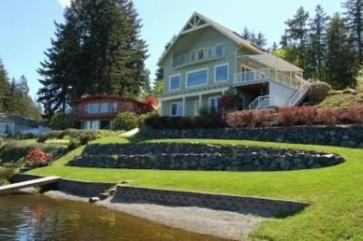 Gorgeous Lakefront Home with Hottub - Bremerton - Huis