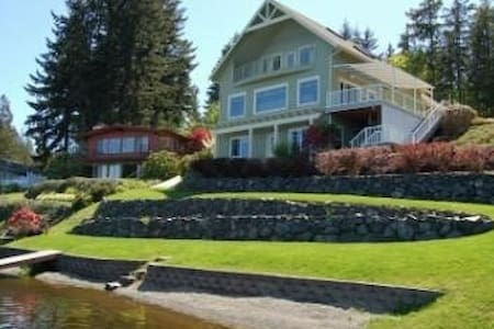 Gorgeous Lakefront Home with Hottub - เบรเมอร์ตัน - บ้าน