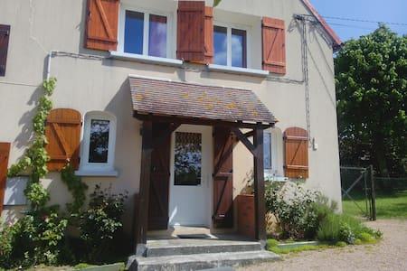 Belle maison a la campagne a coté église romane - Santranges - Dům