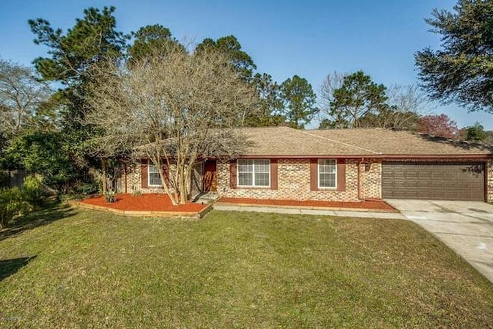 Pool Home in Orange Park, Jacksonville Area! - Orange Park - Huis