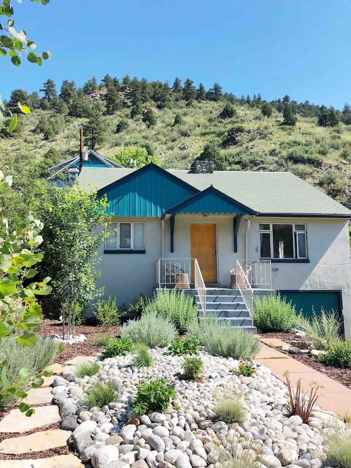 MidCentury Mtn Bungalow, Central to town & I-70