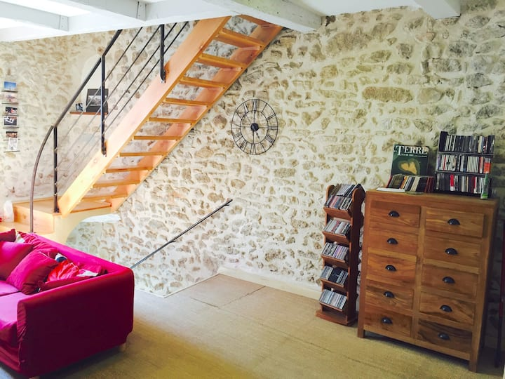 Nice room in beautiful house Center of Lambesc