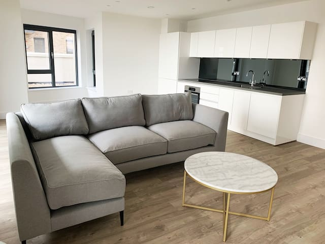 BRAND NEW flat: 1min to station, 30min to Waterloo