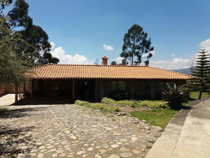 Villa con mejor vistaa Cuenca urbanización privada