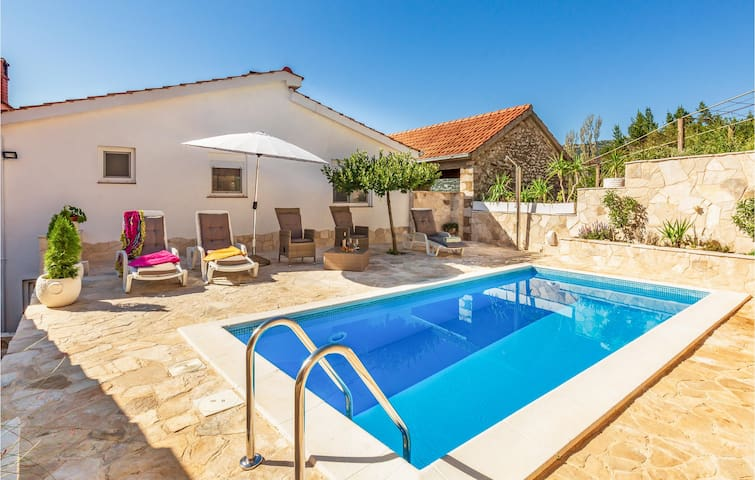 Holiday cottage with 1 bedroom on 71m² in Desne