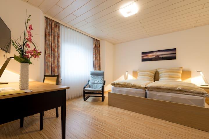 gemütliche Wohnung ruhig gelegen - Usingen - Apartamento