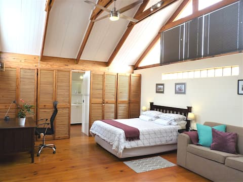Beautiful & Spacious Loft Apartment - Morningside!