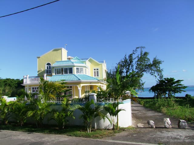 fully furnished double room . - Blue Bay - Villa