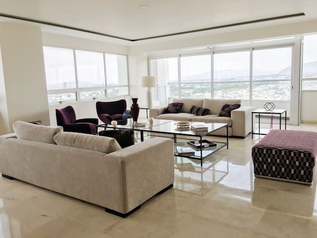 Awesome High-Rise Apartment - Zapopan - Flat
