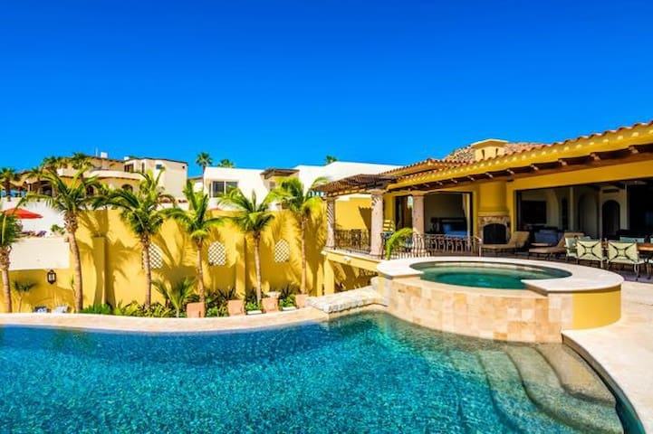 Cabo San Lucas Beachfront Villas For Rent