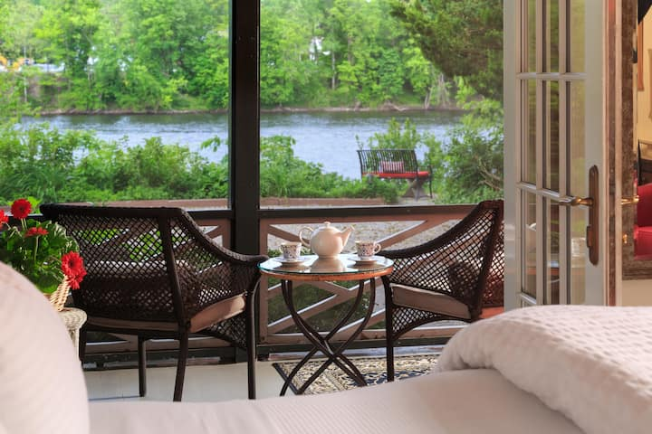 New! River Side Suite with River Views
