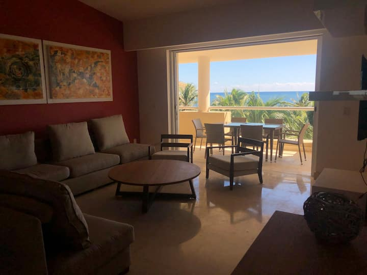 Ocean view beach front 3 bed room condo!
