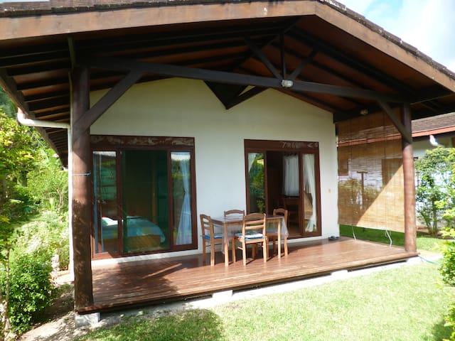 "Faré MANUREVA ""bungalow Moo"" - Ha'apiti - (ukendt)"