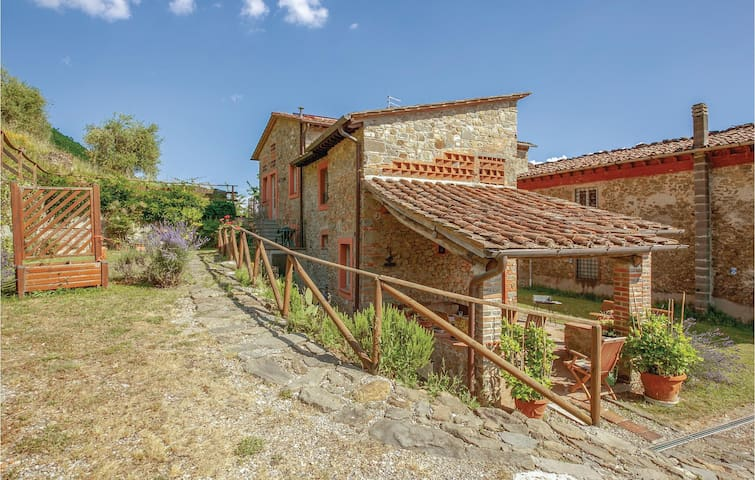 Semi-Detached with 3 bedrooms on 120m² in Matraia LU