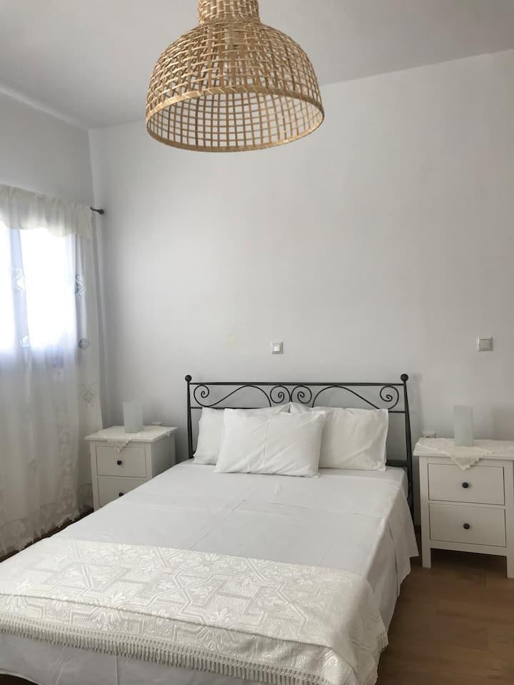 Vegera apartment, walk to the beach, Donoussa