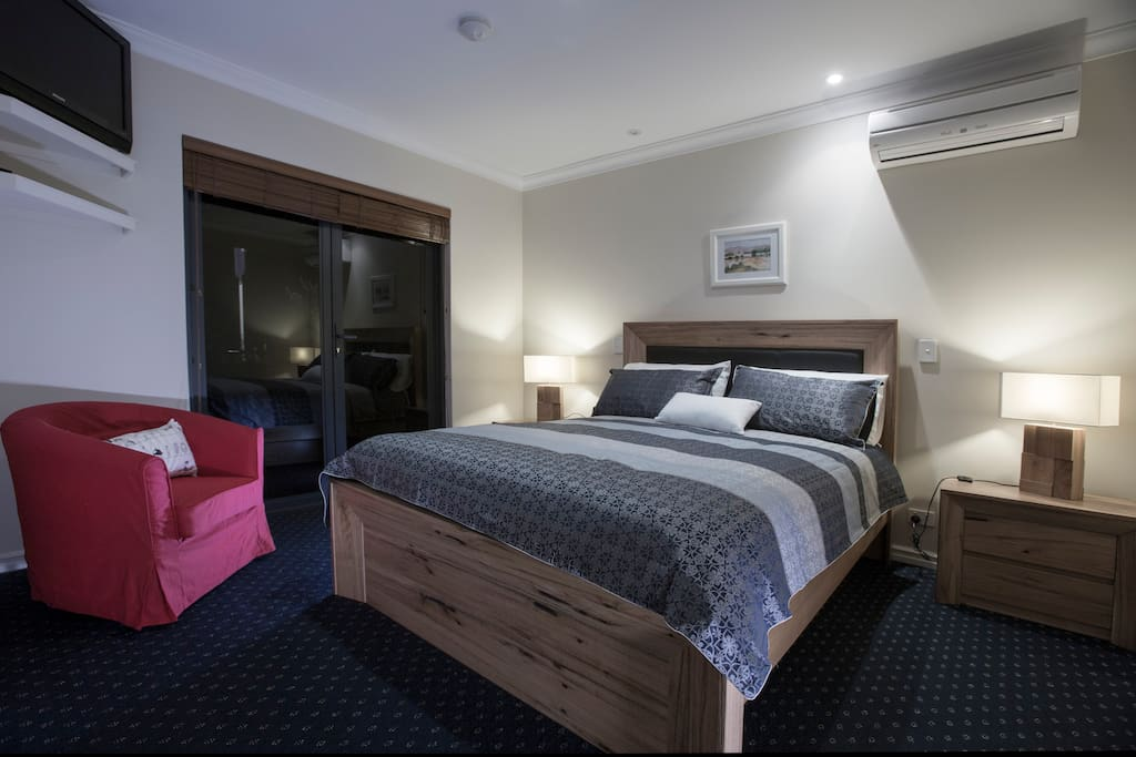 RIVER VIEW ROOM.  Furnished room with Queen Bed private en suite, electronic safe and walk in robe. Doors open onto veranda looking over to River Murray with BBQ facilites and table