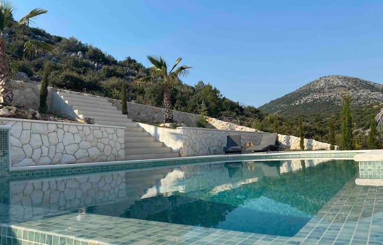 Nerium House,steps away from a beach &Trogir hills