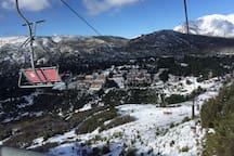 Vista a Villa Co Catedral, desde las pistas de ski