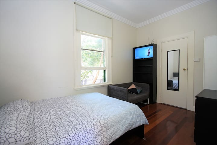 Convenient and Quiet Private Room w/ Ensuite