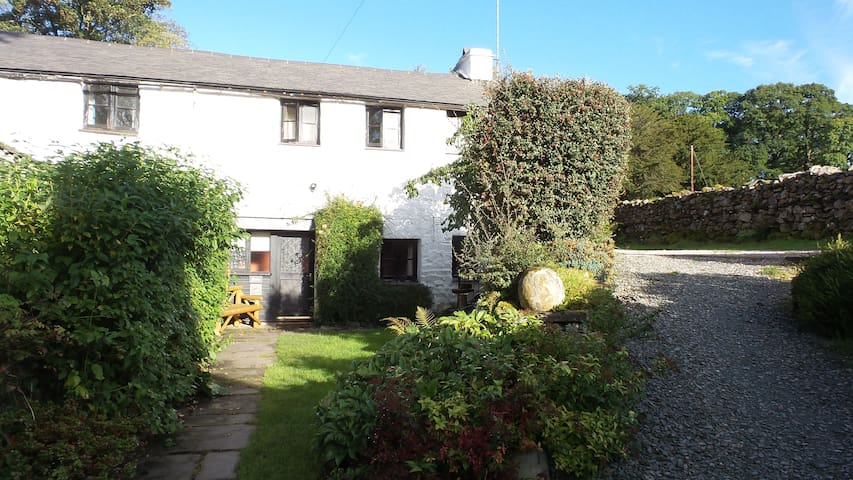 Robin Cottage on Coniston Water, pet-friendly