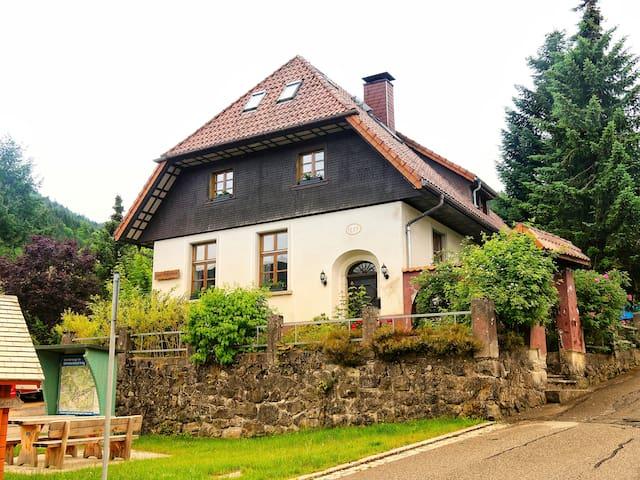 Altes Schulhaus im Naturschutzgebiet Schwarzwald