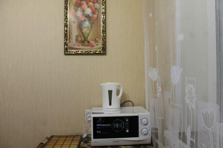 Уютная двухкомнатная квартира в центре города - Surgut - Apartemen