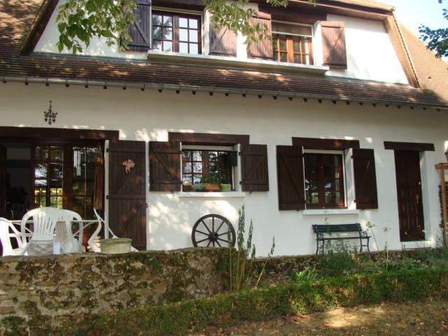 Chambre paisible chez l'habitant proche du RER C - Marolles-en-Hurepoix - Hus