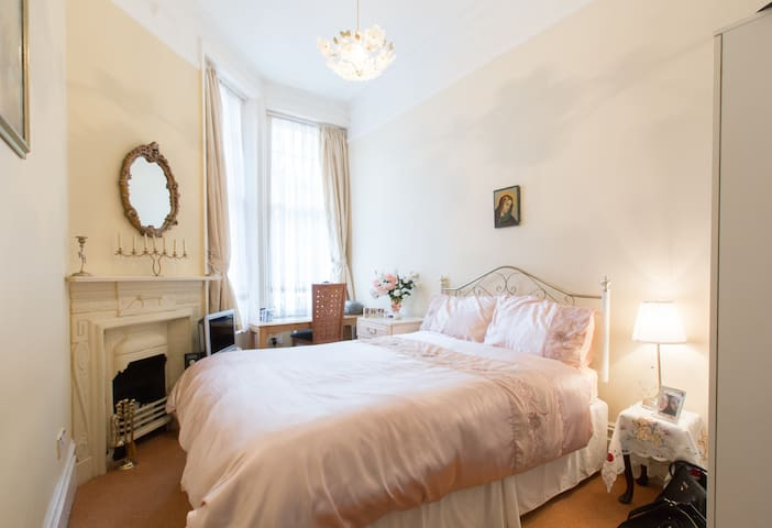 Cosy and clean double -  Crouch End - London - Apartment