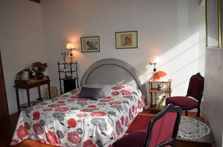 """Le Moulin, chambre """"PIVOINES"""" avec petit déjeuner"""