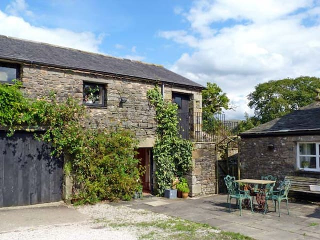 THE GRANARY, pet friendly in Kirkby Lonsdale, Ref 10255