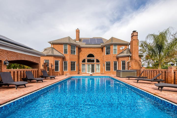 Expansive estate with a pool, hot tub, basketball court, wet bar & more!