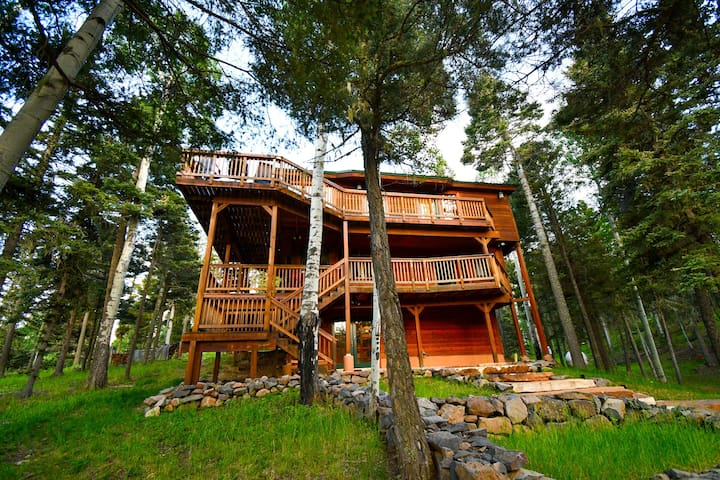 Hot Tub!🌲Treehouse In The Woods! Spectacular View🏔